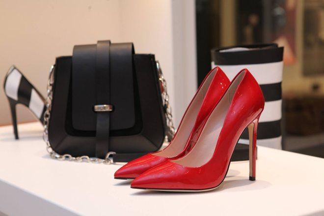 red_heels_bag